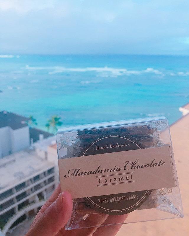 macadamia chocolate caramel cookie